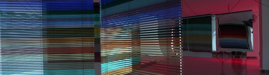 Haegue Yang, Moldaketa sentiberen saila itzalik gabeko ahotsa hiruren gainean (2008). Sitespecific instalazioa. Desberdintasun simetrikoa, sala rekalde, Bilbao. Fotograf&xeda: Bego&xf1a Zubero. (9)