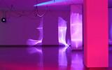 Haegue Yang, Moldaketa sentiberen saila- itzalik gabeko ahotsa hiruren gainean (2008). Site-specific instalazioa. Desberdintasun simetrikoa, sala rekalde, Bilbao. Fotografía: Begoña Zubero. (1)