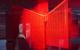 Haegue Yang, Moldaketa sentiberen saila- itzalik gabeko ahotsa hiruren gainean (2008). Site-specific instalazioa. Desberdintasun simetrikoa, sala rekalde, Bilbao. Fotografía: Begoña Zubero. (2)