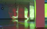 Haegue Yang, Moldaketa sentiberen saila- itzalik gabeko ahotsa hiruren gainean (2008). Site-specific instalazioa. Desberdintasun simetrikoa, sala rekalde, Bilbao. Fotografía: Begoña Zubero. (6)
