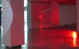 Haegue Yang, Moldaketa sentiberen saila- itzalik gabeko ahotsa hiruren gainean (2008). Site-specific instalazioa. Desberdintasun simetrikoa, sala rekalde, Bilbao. Fotografía: Begoña Zubero. (12)